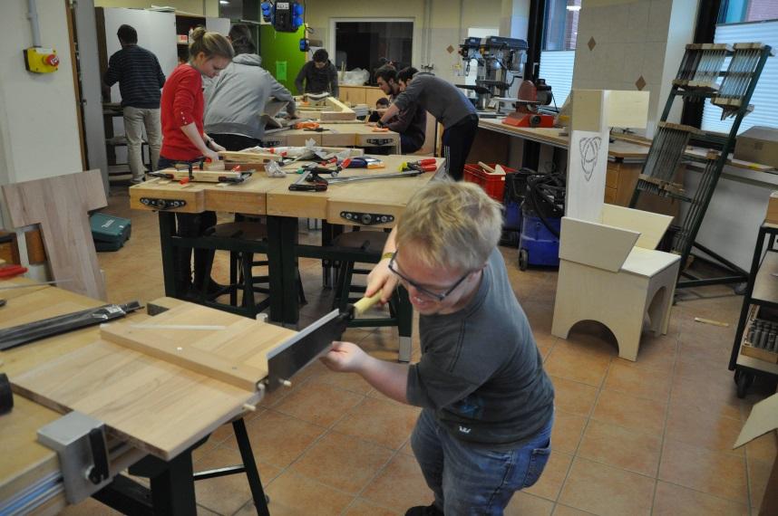 Alexander von humboldt schule von einem kleinen modell for Stuhl design unterricht